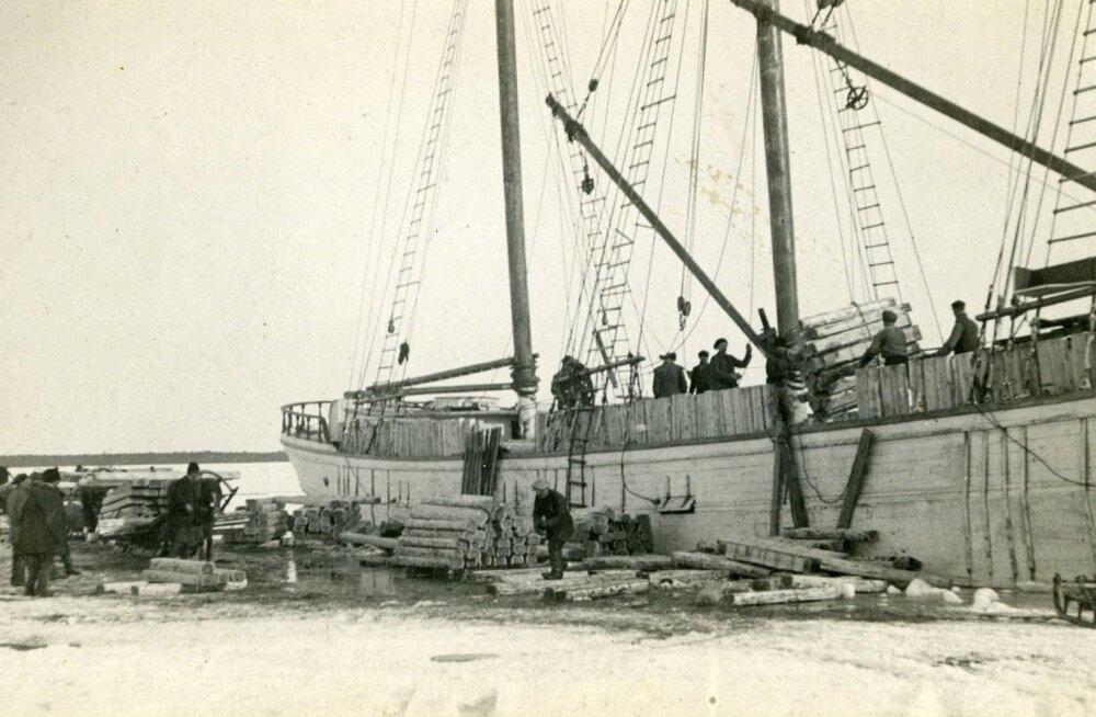 Eesti propside välisturg asus Inglismaal. Propside laevale laadimine Saaremaal.