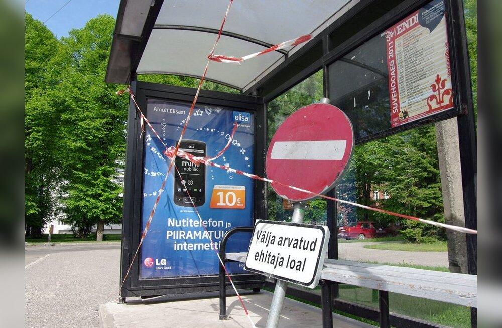 FOTOD: Vigurvändad keelasid Pärnus bussiootamise