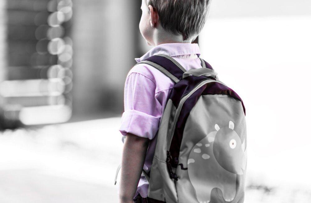 Ногами в живот и кубиками по голове: пятилетний мальчик держал в страхе всю группу детского сада
