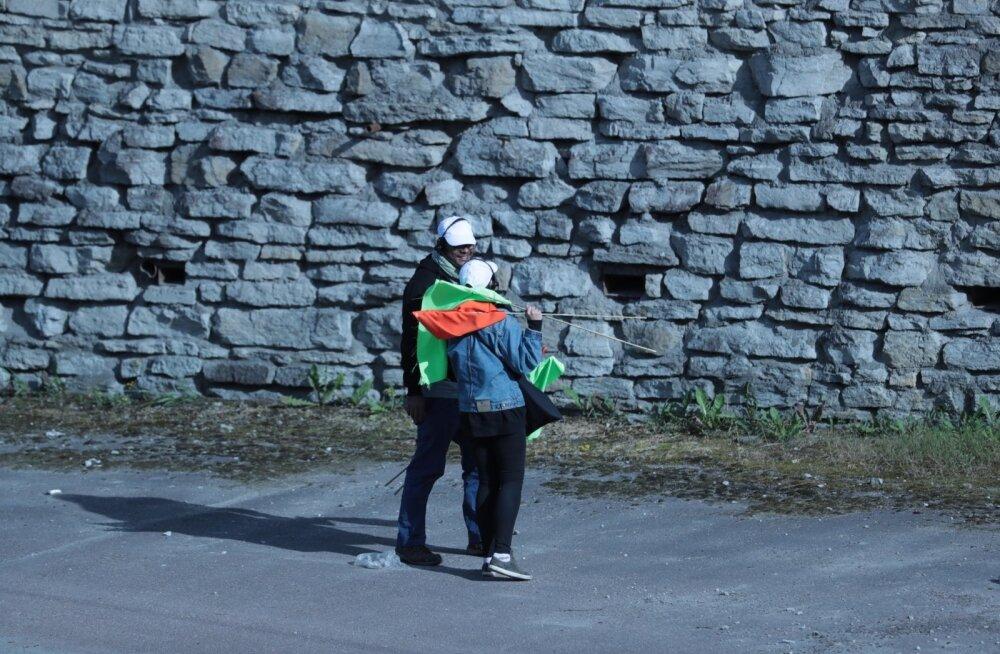 FOTOD   Ettevalmistused käivad! Laagna tee on vallutanud lipukestega töötajad