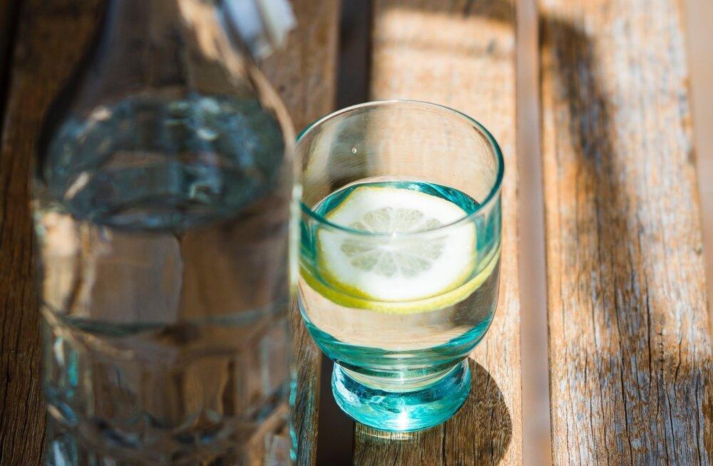 Viis põhjust, miks oma hommikuid klaasitäie sidruniveega alustama peaksid