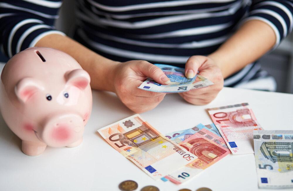 KOGEMUS | Kas emad tõesti poputavad iseennast lastele mõeldud elatisraha eest?