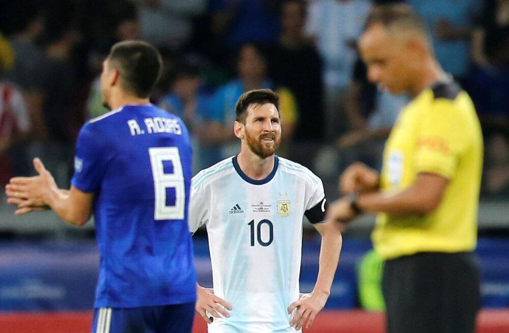 VIDEO | Messi värav päästis Argentinale viigi, meeskond kahe vooru järel alagrupi viimane