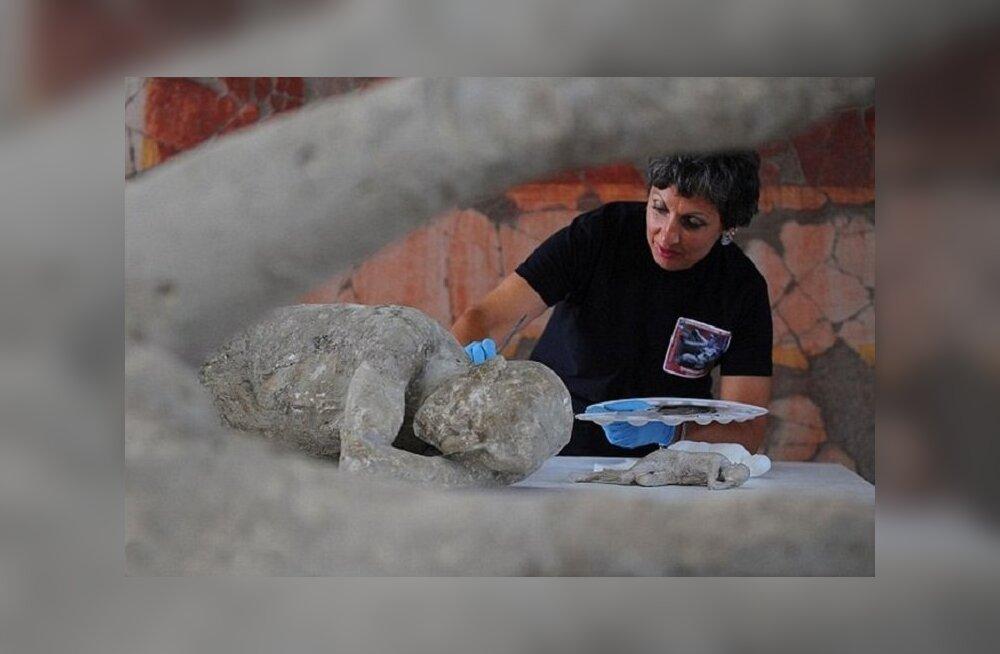 Застывшие во времени: шокирующая выставка тел жертв извержения вулкана в Помпеях