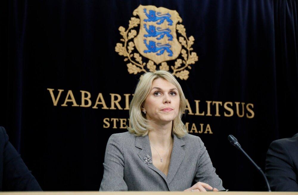 PÕRUTAB VASTU: Minister Urve Palo arvates tegeleb Indrek Neivelt liiga palju kritiseerimisega.