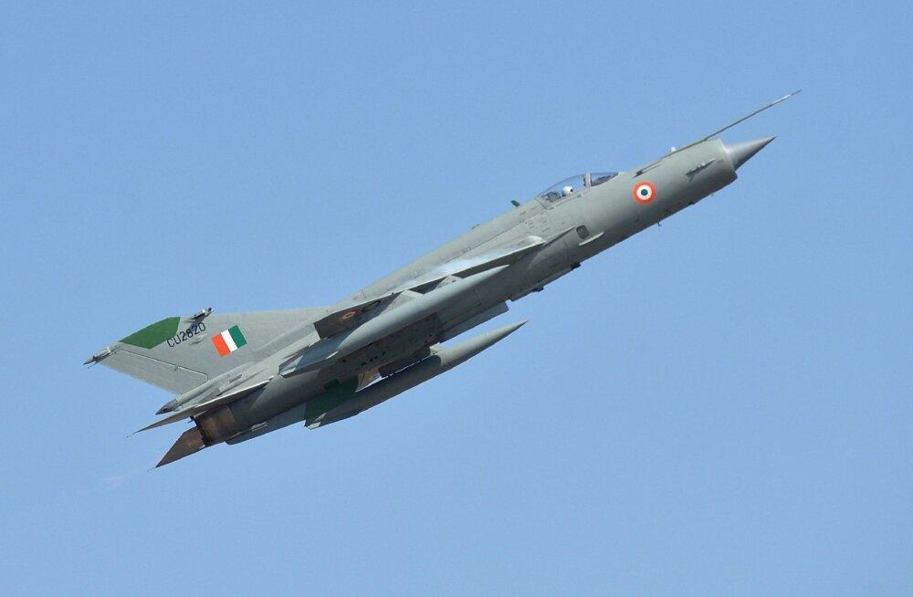 India telekanali teatel osales Kashmiri õhulahingus 24 Pakistani ja 8 India sõjalennukit