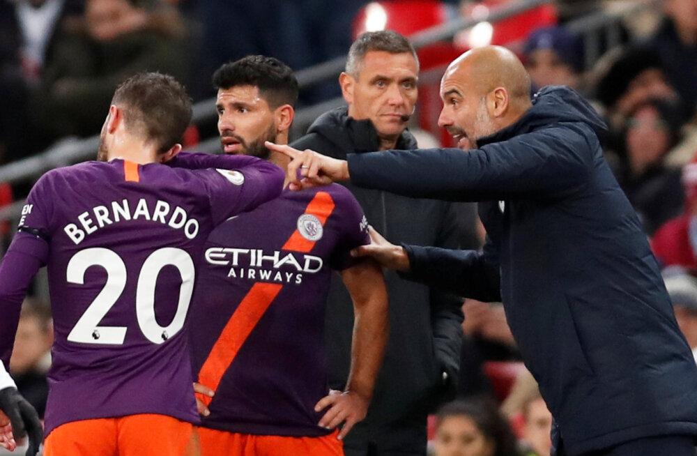 Pep Guardiola Manchester City mängijatega