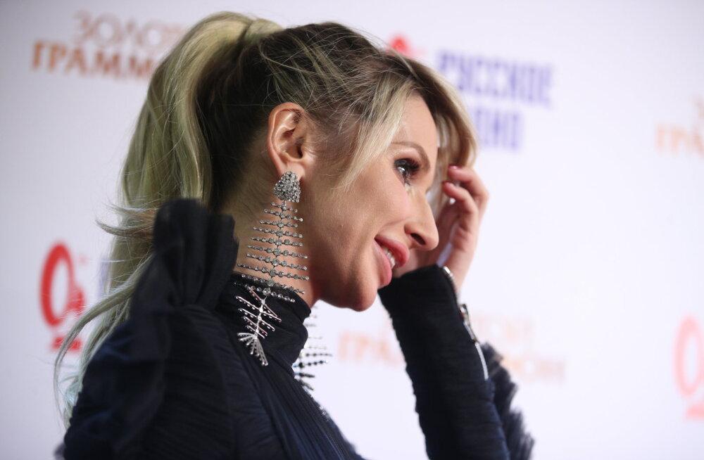 KLÕPS | Photoshop või iluopp? Ukraina lauljatar näitas kahtlaselt pisikest nina
