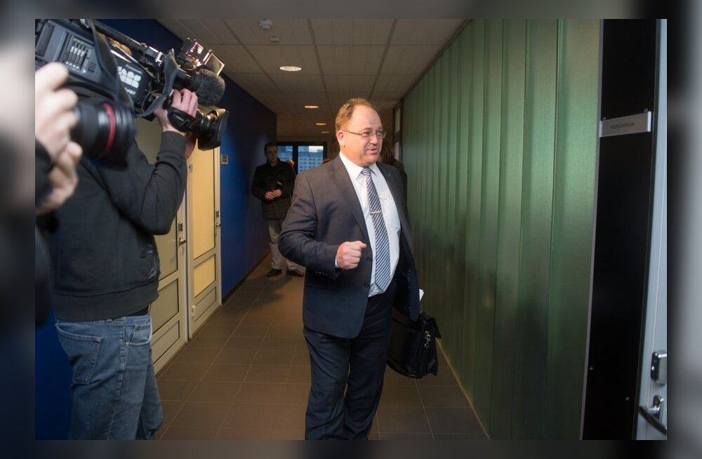 Neinar Seli saabumas Tallinna Sadama nõukogu istungile.