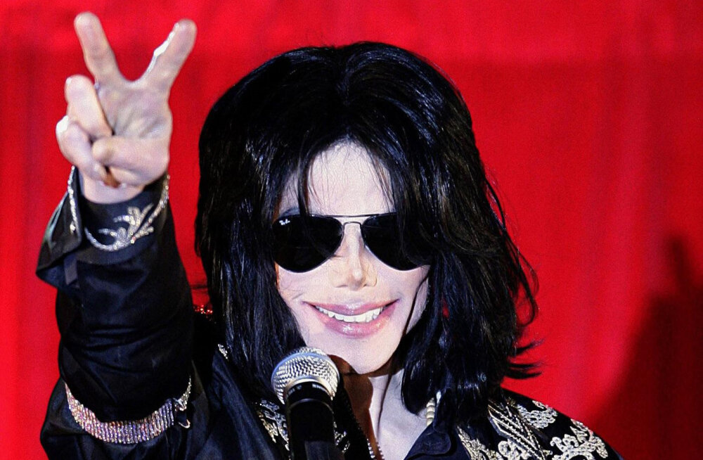 Michael Jacksoni arst hoiatas popkuningat tema lapsi armastava käitumise eest: see ei ole normaalne