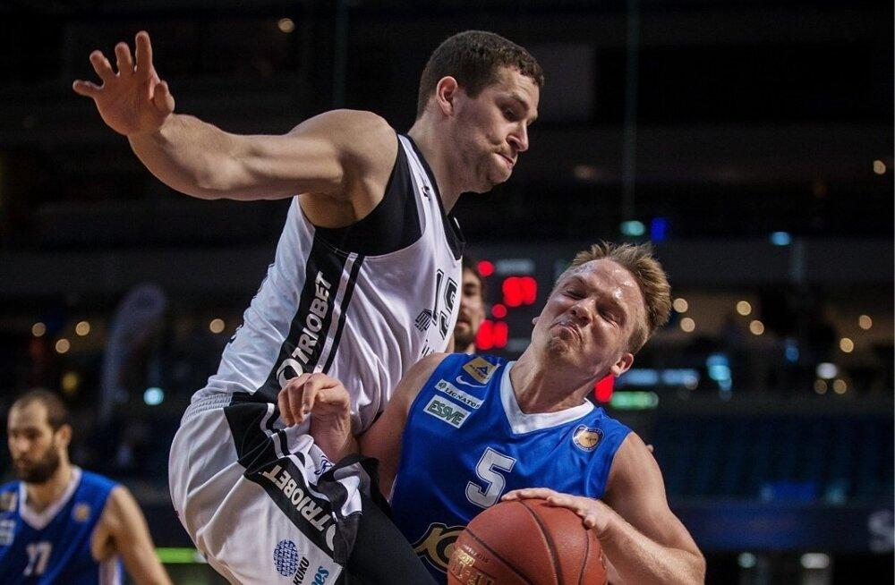 TÜ/Rock ja Karolis Petrukonis andsid endast küll parima, aga Kalev/Cramo ja Sten-Timmu Soku (nr 5, sinises) vastu ei saanud.