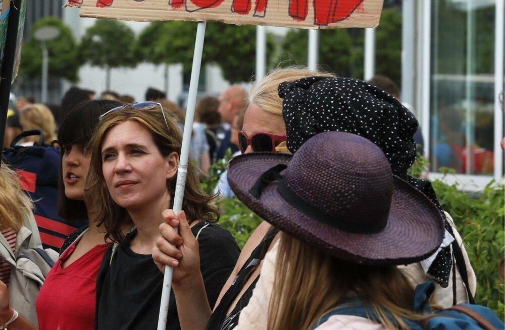 Õpilased, üliõpilased ja kliimaaktivistid avaldasid nädalavahetusel Berliinis riigipäevahoone ees meelt puhtama maailma nimel. Nad toetavad Rootsi koolitüdruku Greta Tunbergi algatust.