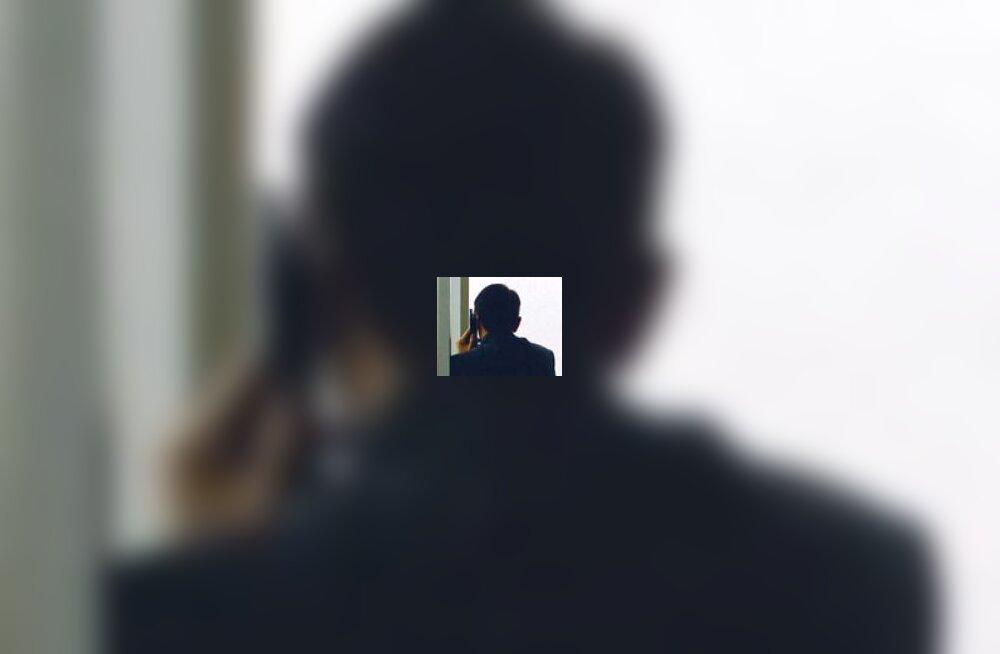 Mees mobiiliga