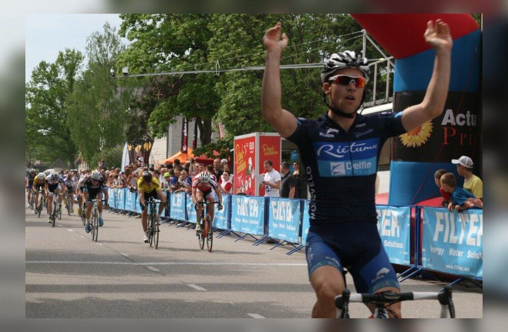Andris Smirnovs võidutses Elvas