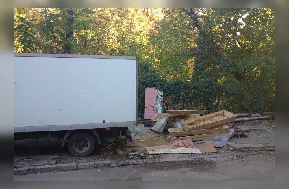DELFI UKRAINAS: Donetski surnukuur laipu täis, raketid tabavad elamukvartaleid