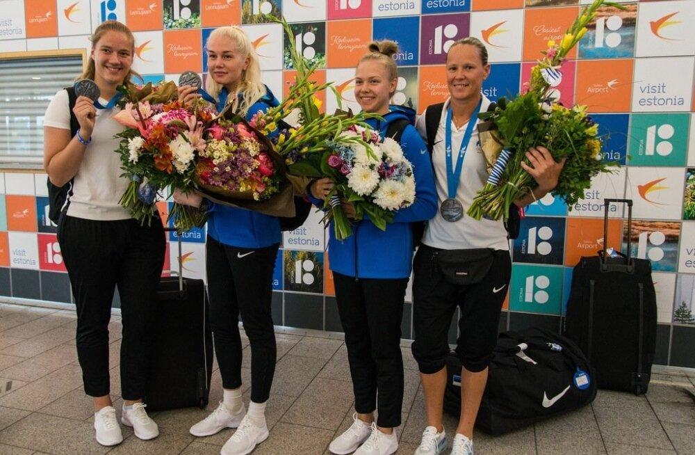 Eesti 3x3 korvpallinaiskonda ootas lennujaamas ilus vastuvõtt.