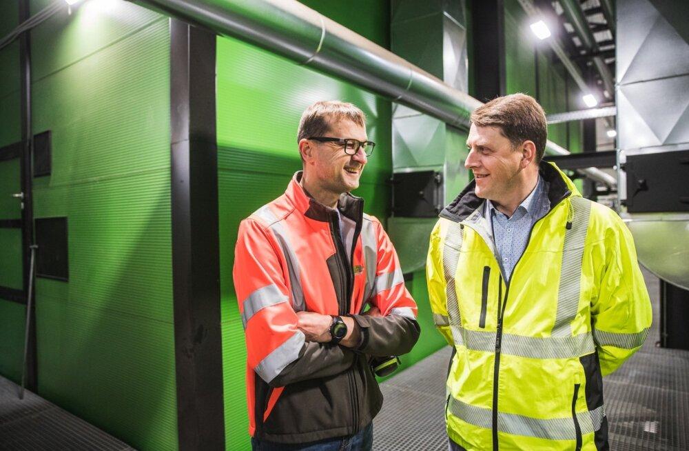 Martin Arula ja Jaano Haidla Osula Graanuli koostootmisjaamas, mis annab sooja ja elektrit ka kõrvalasuvale Toftani saetööstusele.