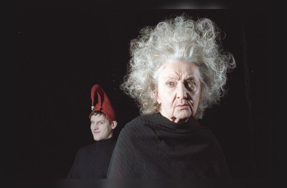"""Kuningas Lear lavastuses """"Kuningas Lear"""" (2001)."""