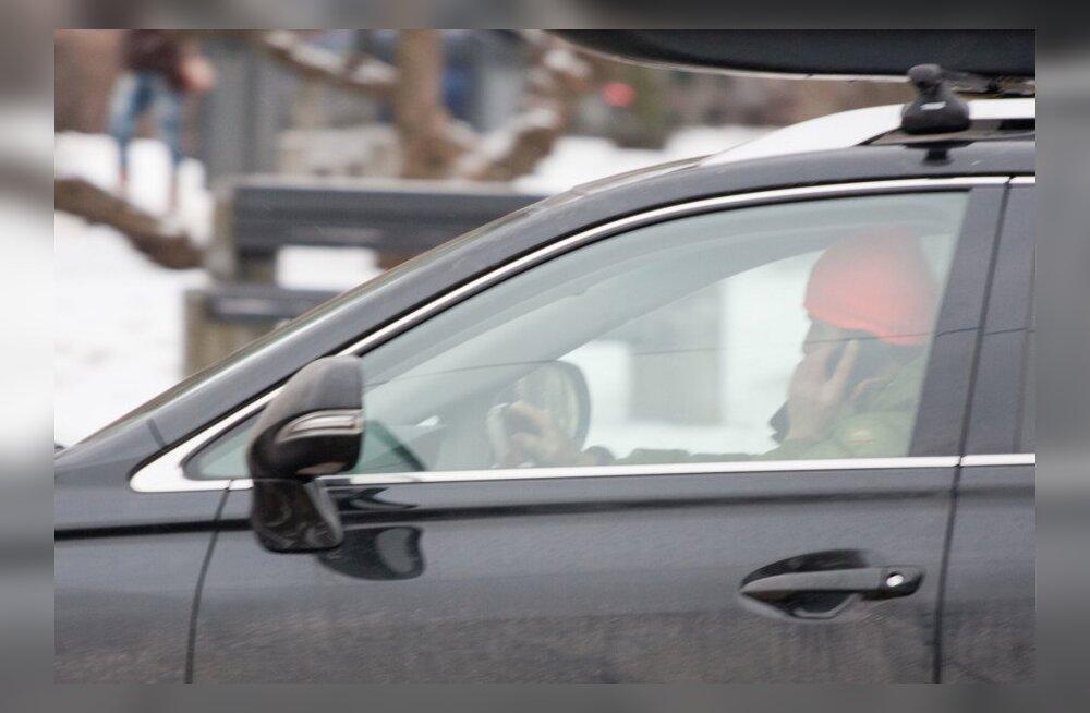 Mobiiliga rääkimine roolis