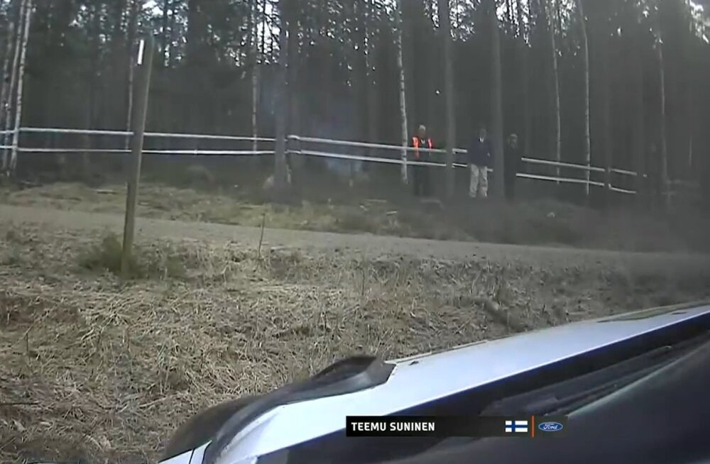 VIDEO   Teemu Suninen sõitis Rootsi ralli testikatsel segastel asjaoludel rajalt välja
