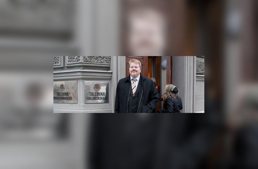 Johan Bäckman saabumas kohtusse