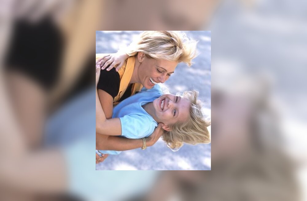 Naer, õnn, ema ja laps