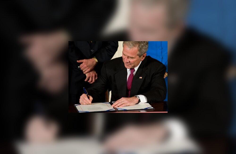 Bush kirjutas alla tuumalepingule Indiaga