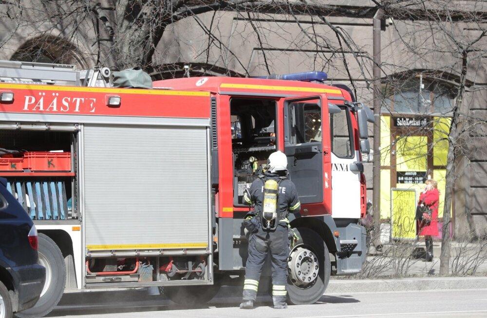ГЛАВНОЕ ЗА ДЕНЬ: В Ласнамяэ при пожаре спасли людей, а в Пярну столкнулись грузовик и полный пассажиров автобус