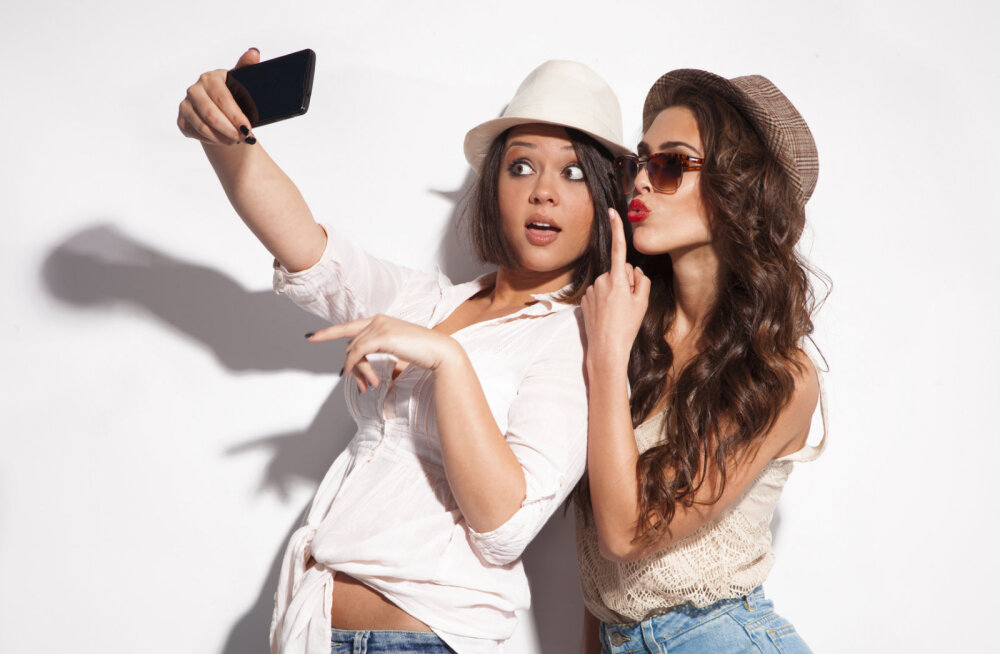 <em>Selfie</em> - uudne enesepeegelduse tahk, vahel ka piduriteta ja surmaga lõppev