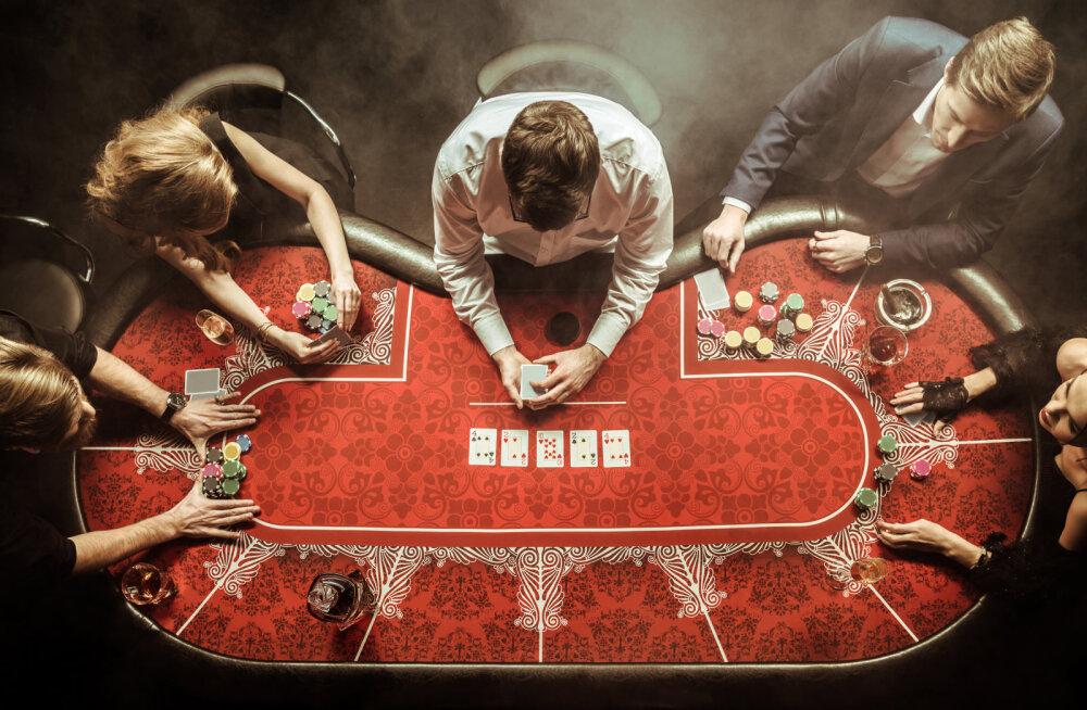 Pokkerit saab mängida kõikjal, kus vaid tuhin peale tuleb: alates glamuursest ja kuldsest kasiino tagaruumist kuni piknikulina, kitsa rongikupee või koduköögini.