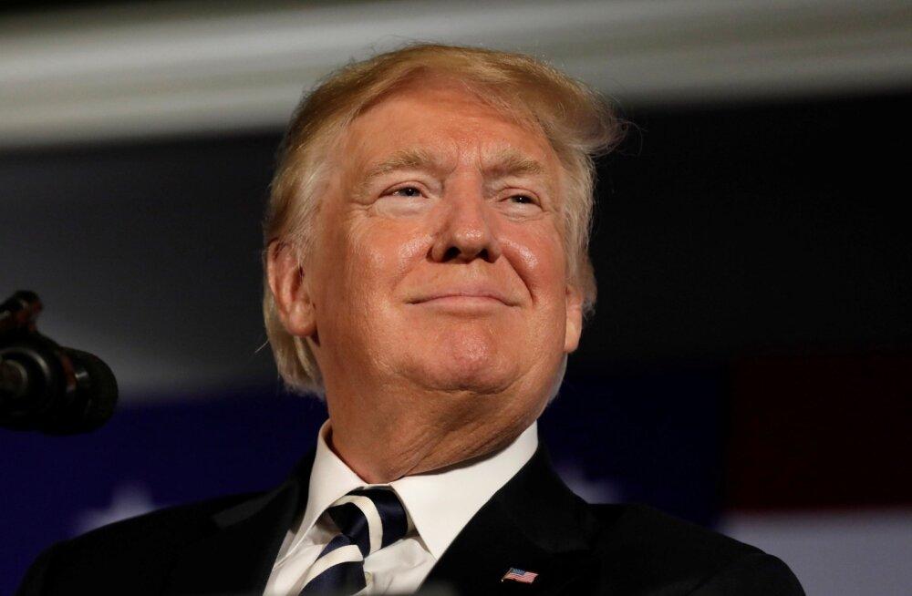 Uus paljastusraamat: abid varastavad Trumpi laualt dokumente, et kaitsta riiki ohtlike lolluste eest