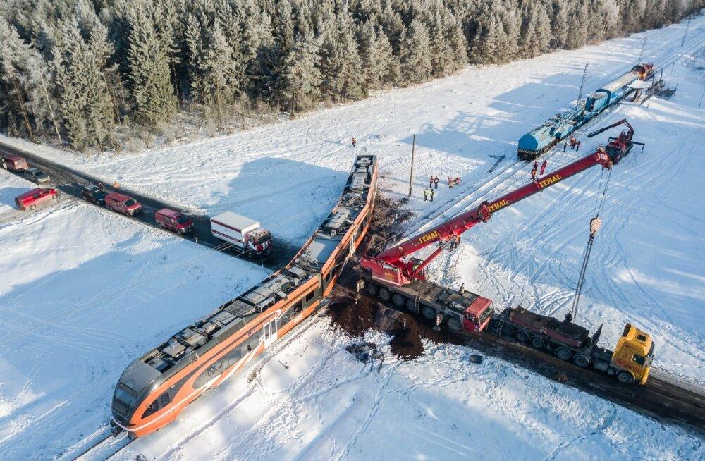Kulnal rongi ramminud veokijuhi ülemus kommenteerib juhtunut ja seda, kas mehele jääb töökoht alles