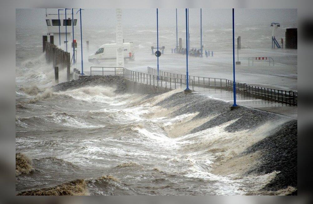 FOTOD: Põhja-Saksamaad ründavad orkaani tugevusega tuuled