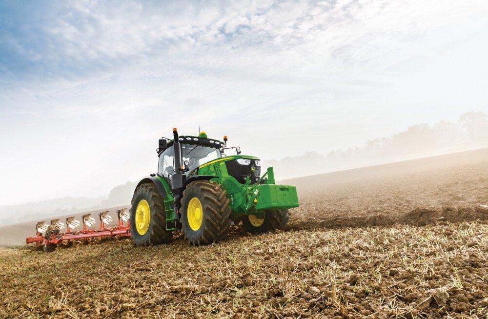John Deere'i edukaim müüginumber oli mullu mudel 6215R, millel on 188 hobujõudu. See on keskmise suurusega agrofirma vajadusi arvestades küllaltki universaalne abiline enam-vähem kõikide ettetulevate tööde tegemisel.
