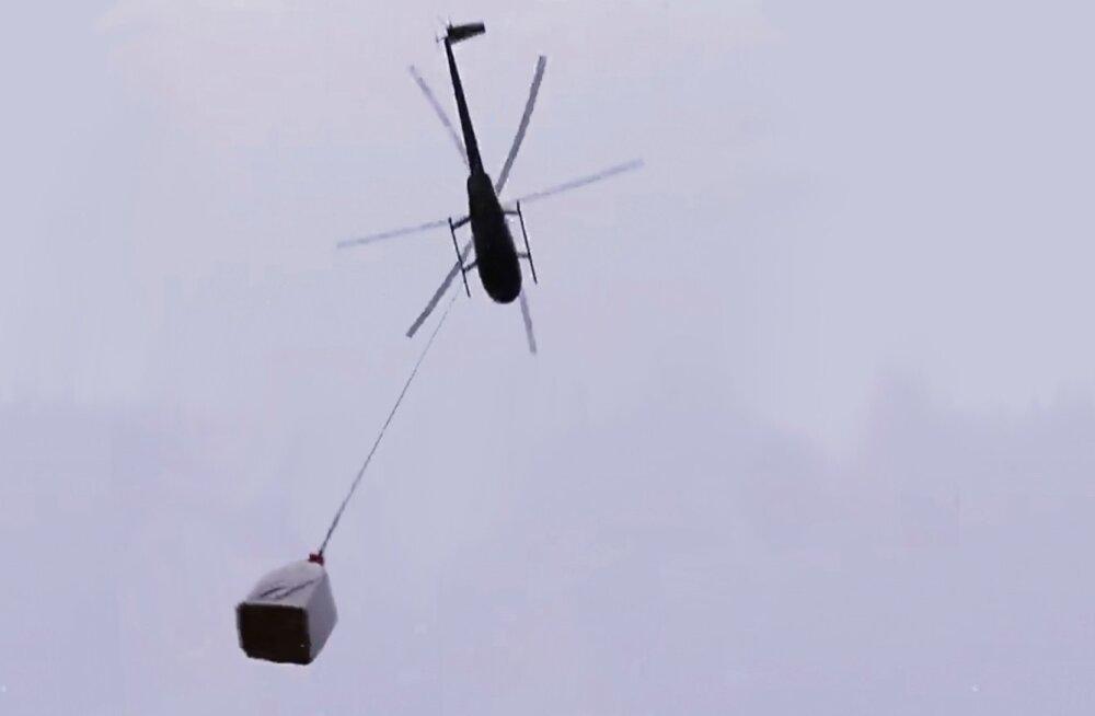 Kopter oma järjekordsel lennul, kaasas 200 kilo kaaluv kott umbes 2000 metsataimega.