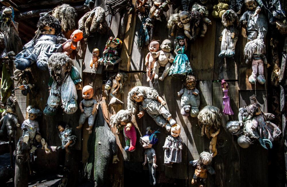 Увешанный тысячами кукол остров признали самой жуткой достопримечательностью