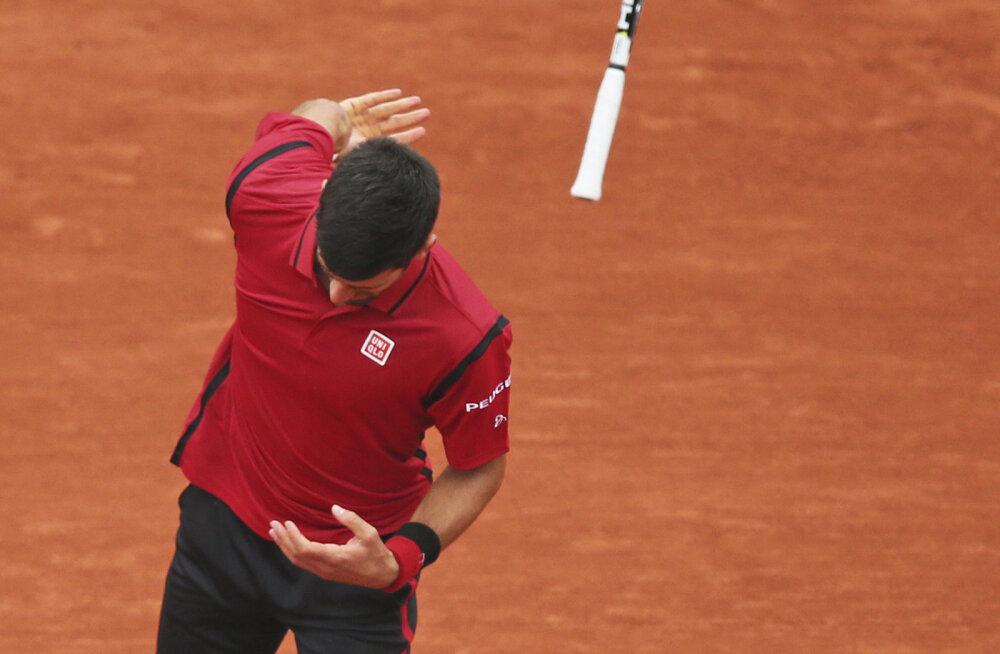 VIDEO: Reketit loopinud Djokovic pääses Prantsusmaa lahtistel poolfinaali