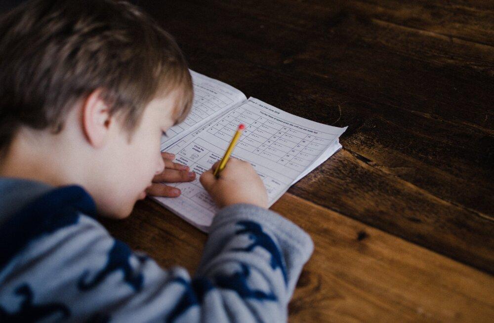 Lapsevanem räägib, millise vahva nalja ta koduõppe ajal 1. aprillil oma pojale tegi