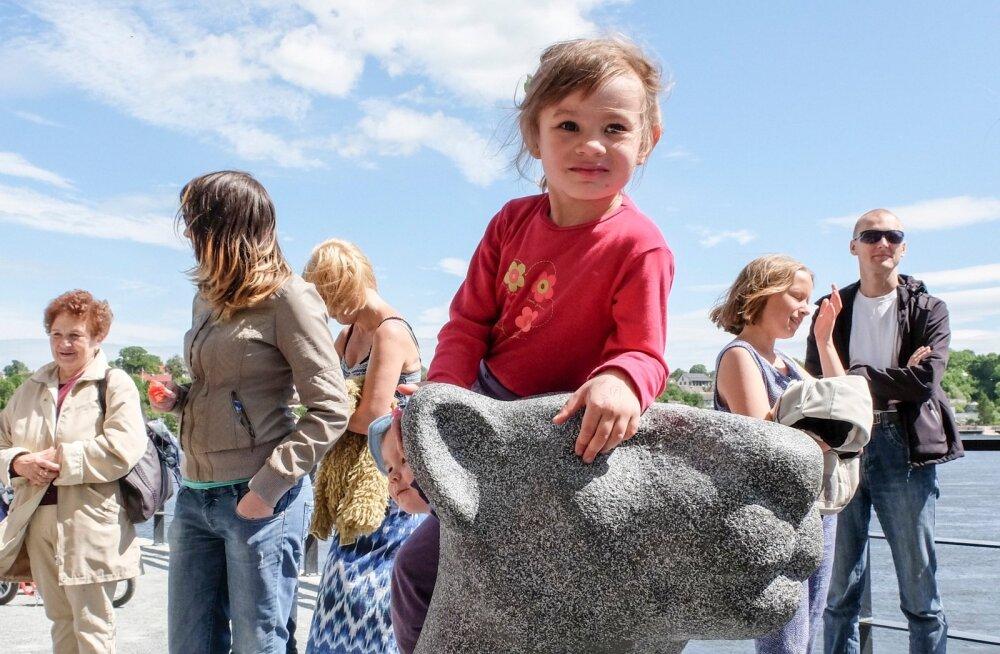 Lõviskulptuurid saabuvad Narva promenaadile