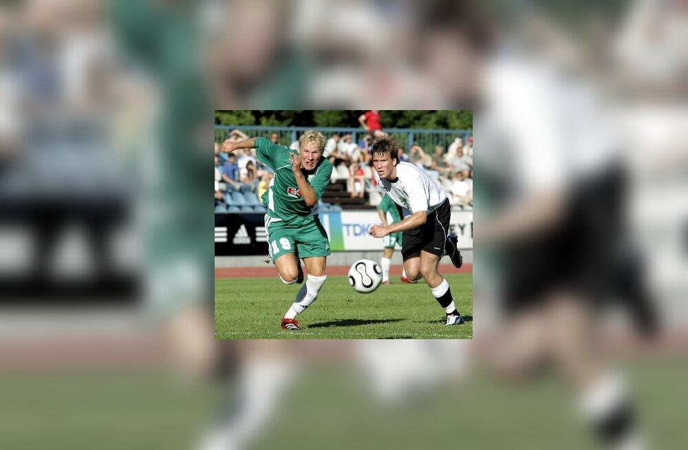 FC Levadia mängija Ats Purje (vasakul)