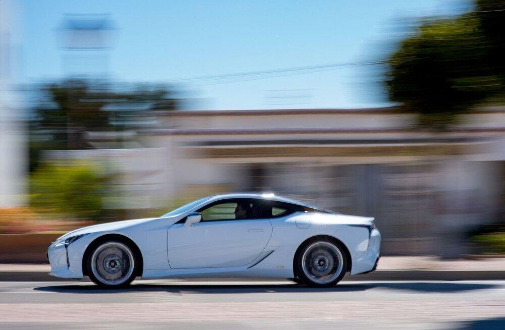 Luksuskupee maksimumkiirus on 250 km/h ja nullist sajani jõuab auto 4,7 sekundiga.
