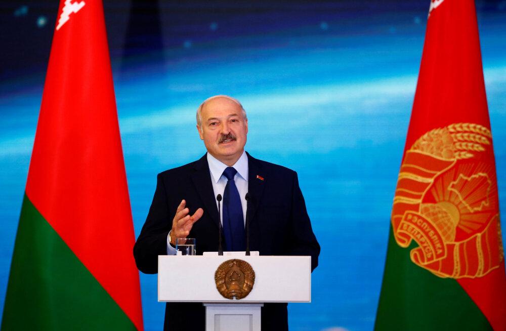 Lukašenka oktoobrirevolutsiooni aastapäeva puhul: Valgevene on säilitanud nõukogude epohhi parimad saavutused