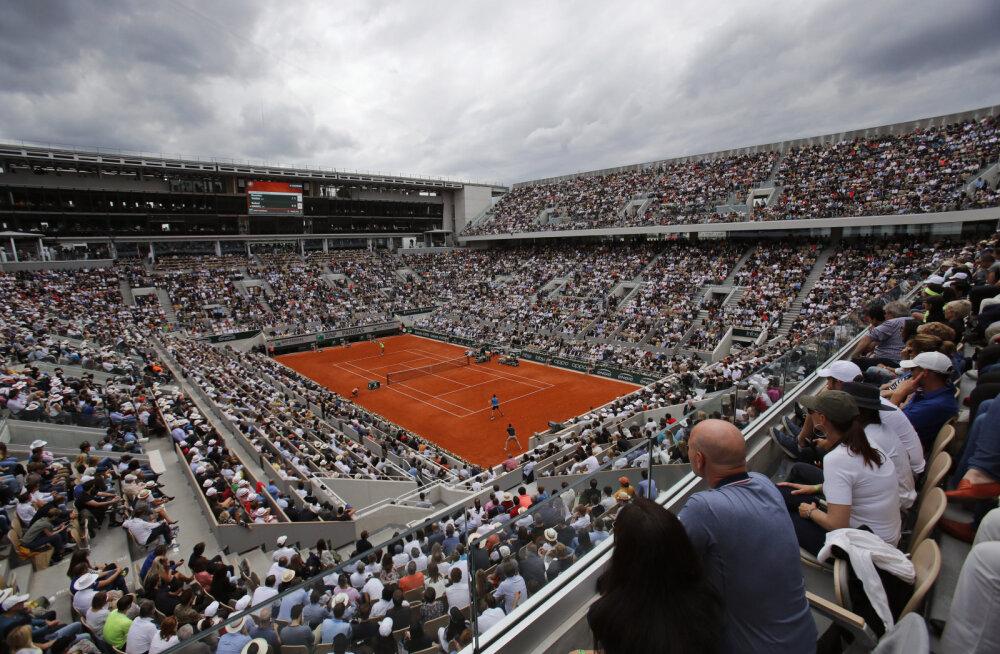 Paljastus French Openist: turniiri korraldajad jagasid töötajatele salajasi pääsmeid, et täita tühje kohti