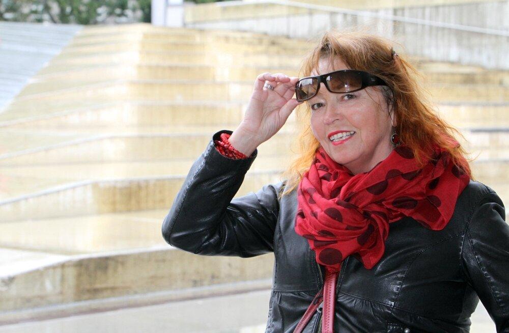 Prantsusmaal elav näitlejanna Ene Rämmeld kiriku põlengust: täna on siin leinapäev, inimesed nutavad