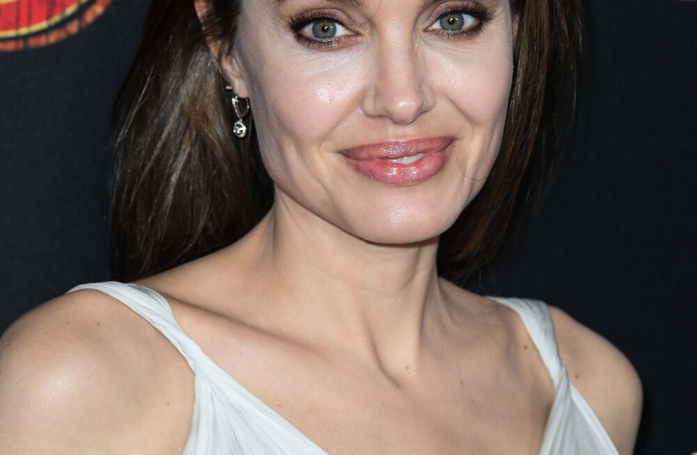 Анджелина Джоли разрешает детям пить алкоголь и есть фастфуд