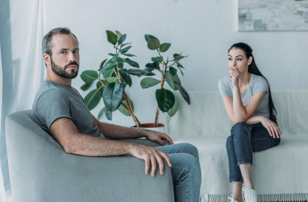 Milliste märkide järgi aru saada, et mehe jaoks hakkab suhe hapuks minema?