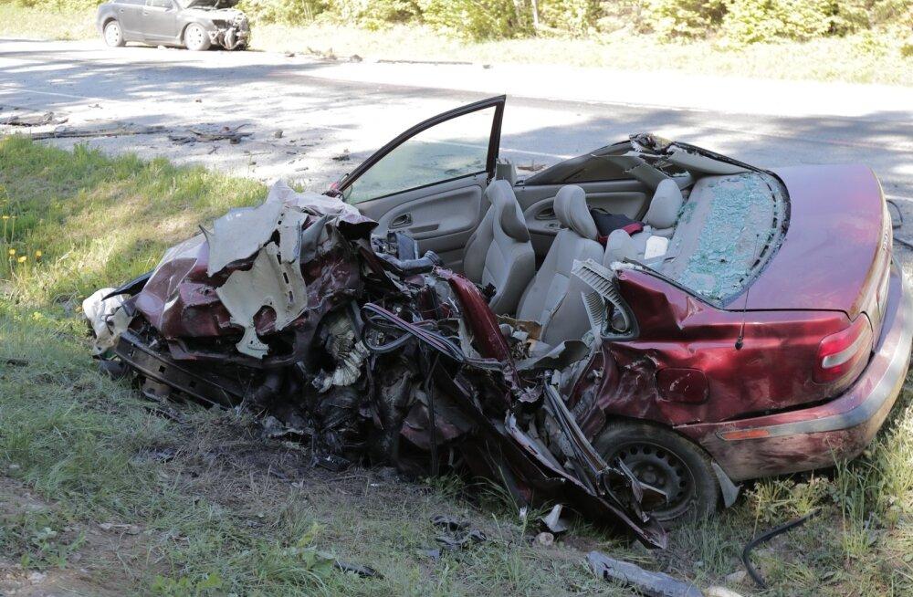 Ränk päev liikluses: hukkus üks ja vigastada sai 10 inimest