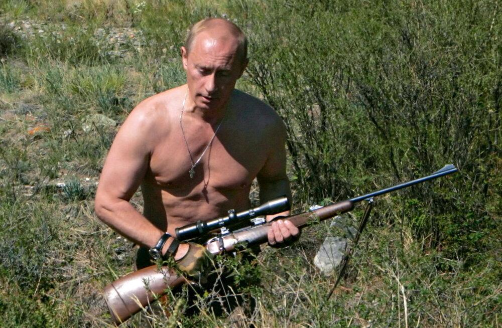 Кремль опубликовал архивные фото и видео с Путиным