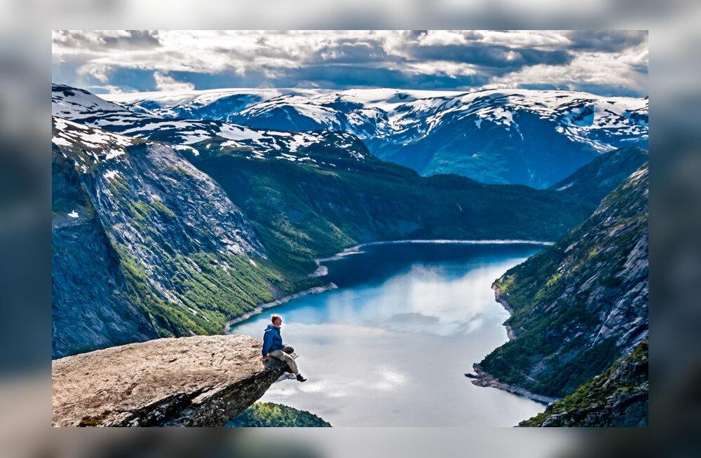 8 самых необычных скал и камней, которые стоят целого путешествия