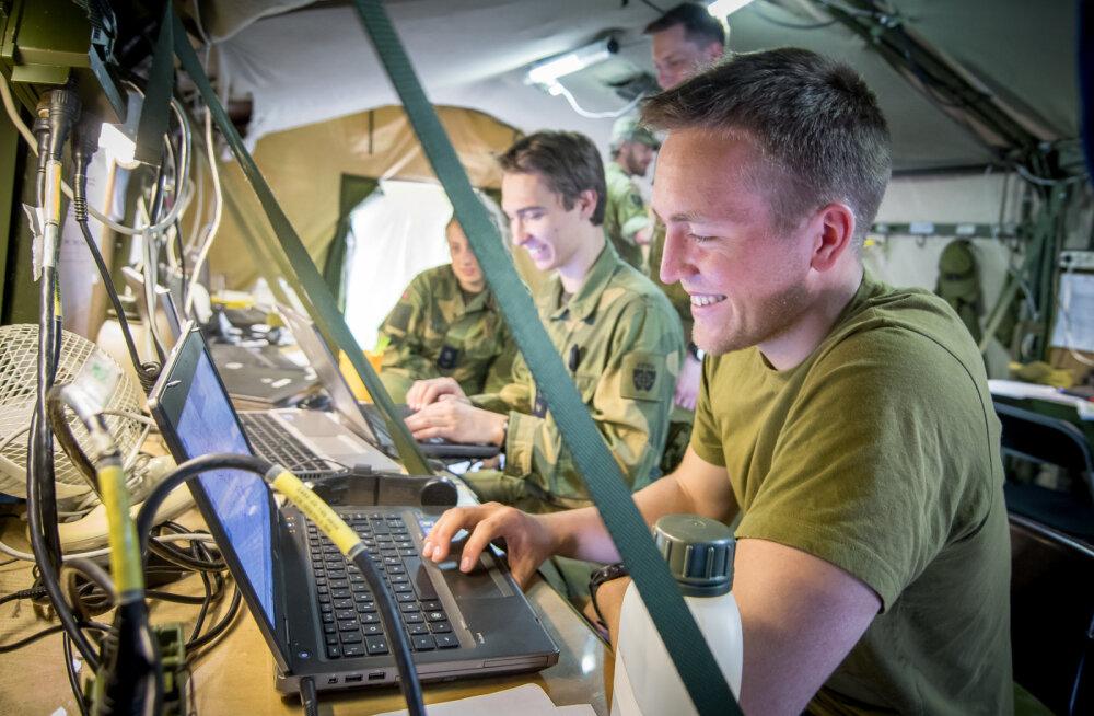 Küberväejuhatused ja kübervõimed viie riigi näitel